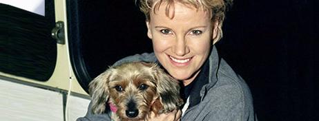 Jahre später, Mariele Millowitsch ist nun längst selber eine bekannte Schauspielerin und ganz nebenbei auch noch Tiermedizinerin, lebt sie immer noch mit ...
